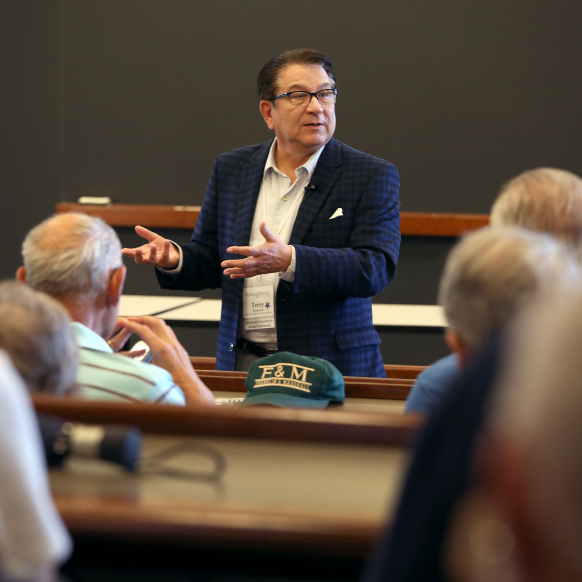 Franklin & Marshall College Poll Director Terry Madonna talked about political and polarization at his Alumni College presentation.