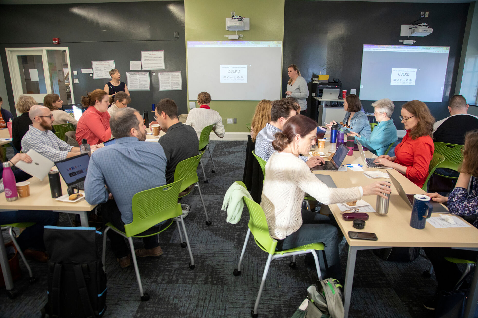 F&M faculty participate in a Faculty Center workshop session.