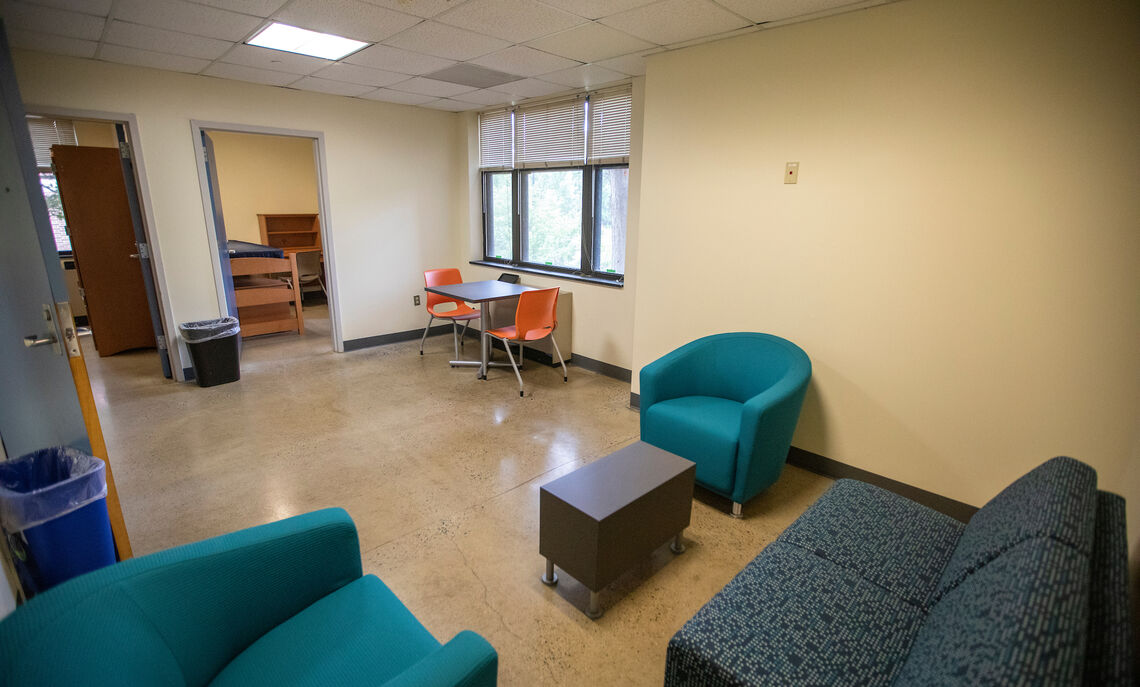 Common room in Weis College House suite