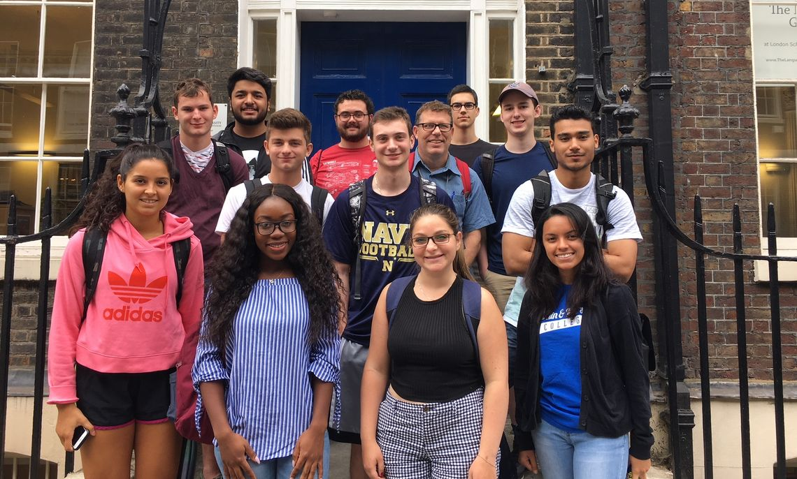 The F&M in London 2018 crew spent the summer studying energy issues in science and society with Dr. Froney Crawford.
