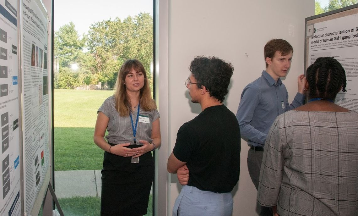 Tippett explains her summer research during a poster session at the Amgen Scholars U.S. Symposium in Los Angeles.