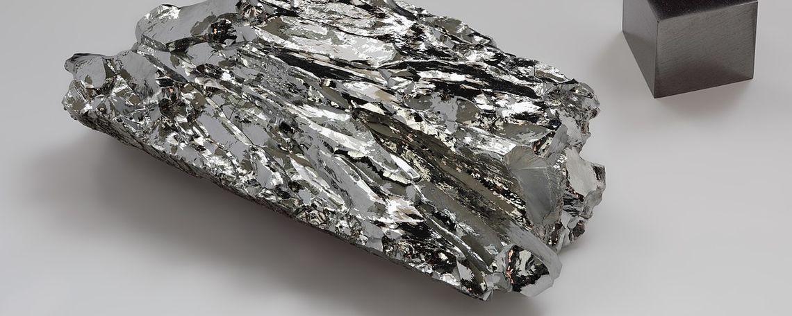 molybdenum crystalline fragment