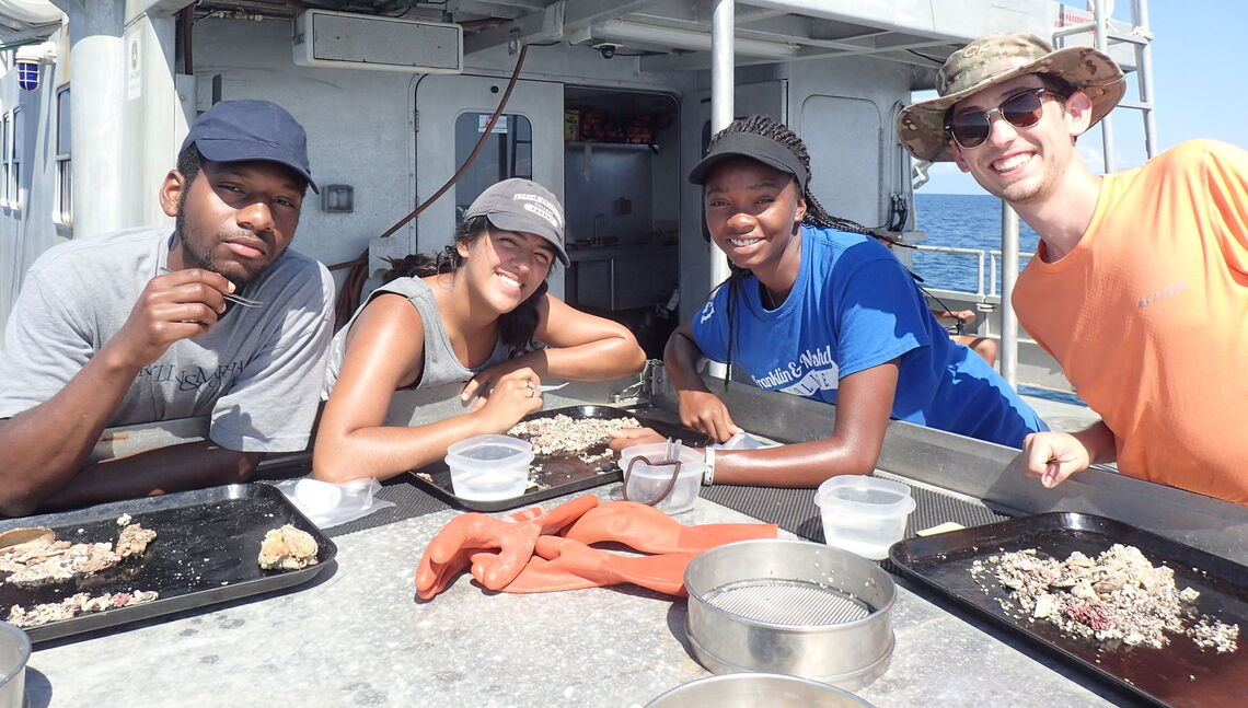 Paleo research students of Paul Harnik in the Gulf