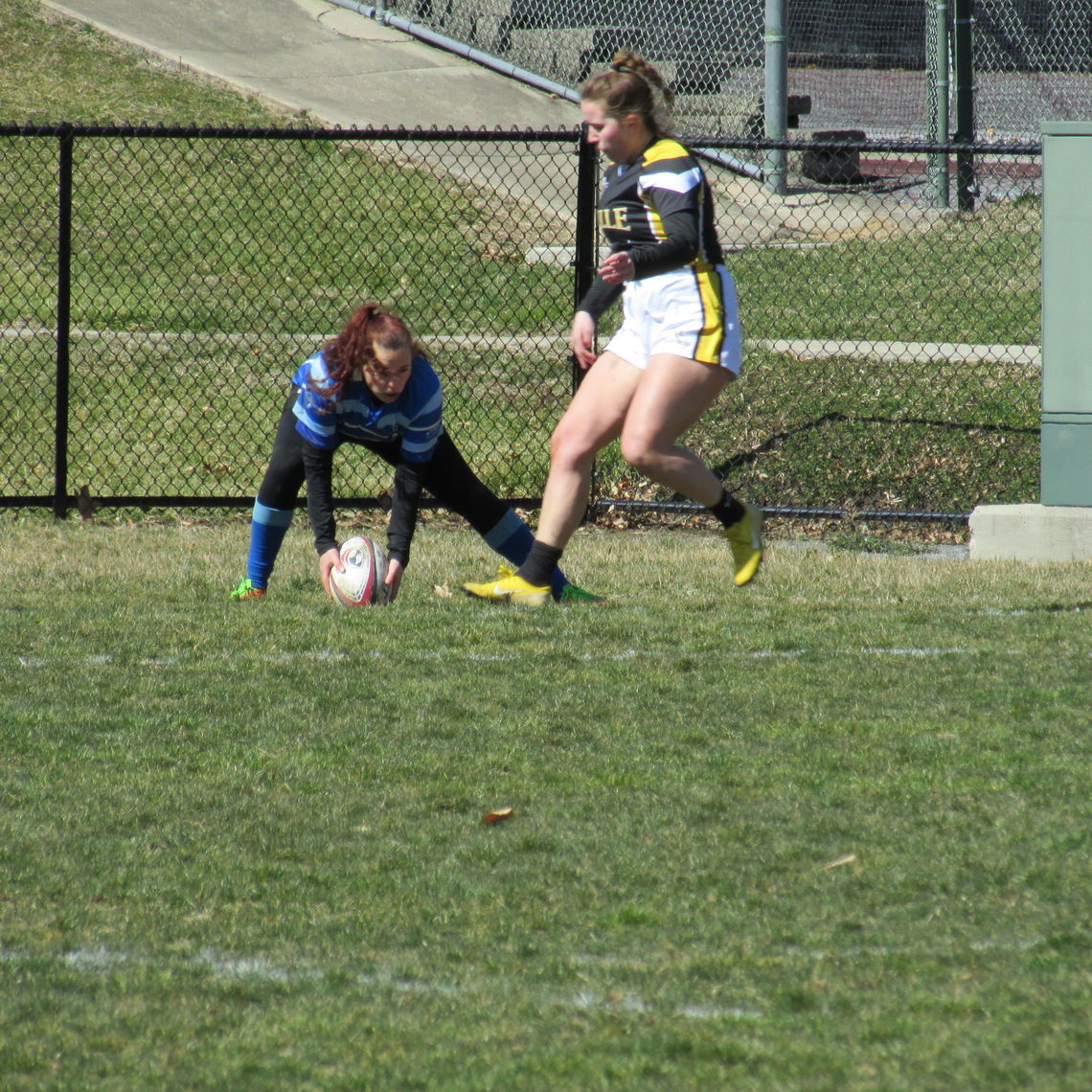 Ellie scores a try