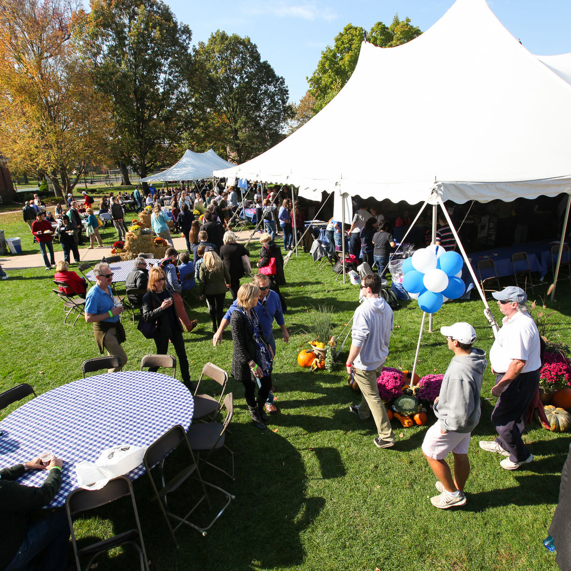 More than 3,000 students, alumni, parents and members of the F&M community turn out for this year's Homecoming & Family Weekend, setting an attendance record.