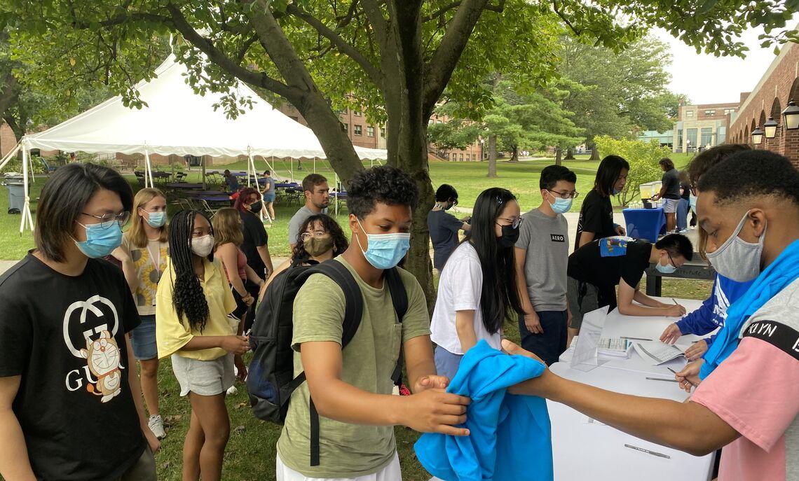 Students arrive for Sophomore (Re)Orientation