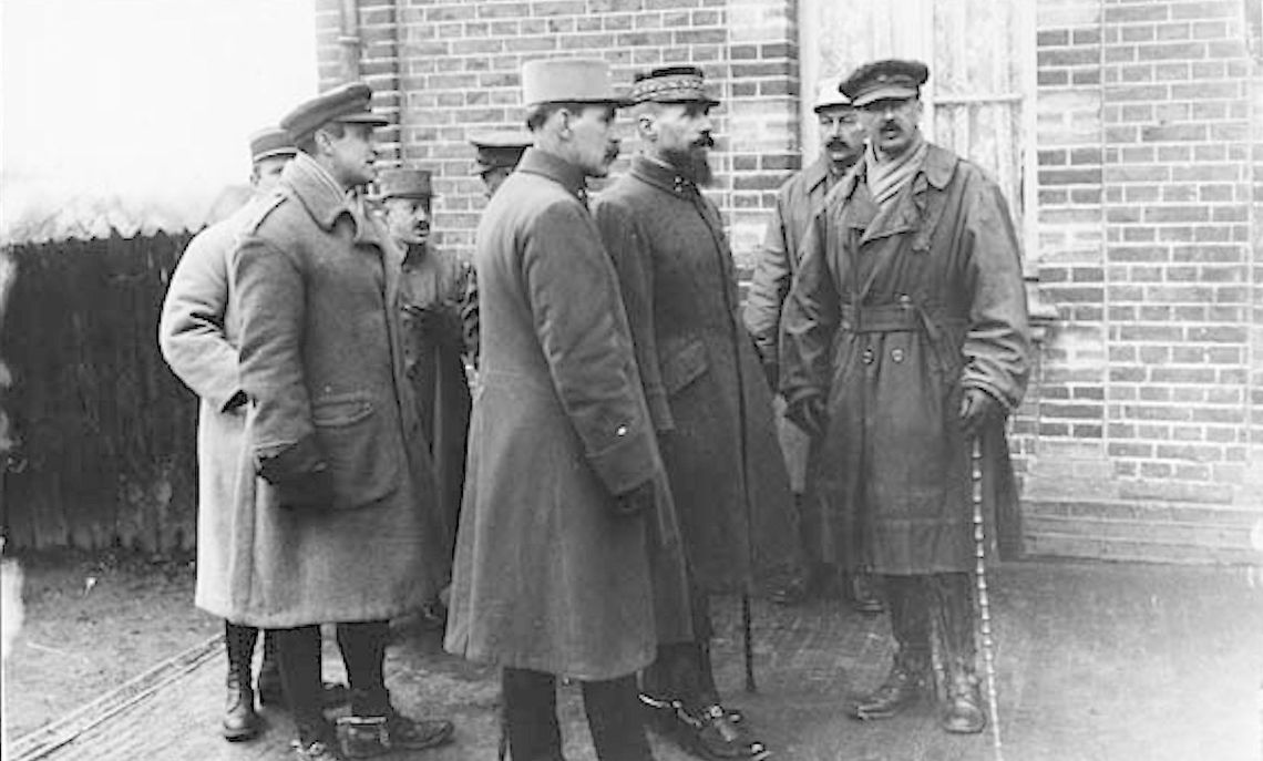 French General Henri Gouraud visits a school of instruction for officers on the Western Front.