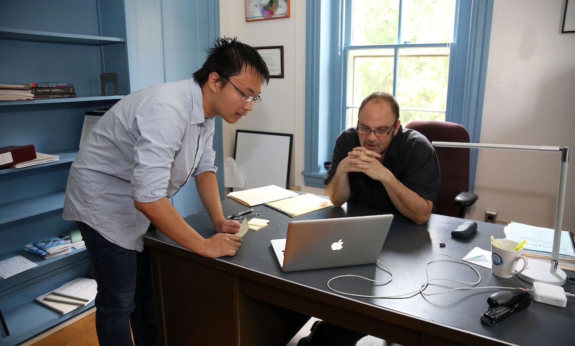 Zhuofan Li, a sociology major and a Hackman summer scholar, discusses his latest research findings with Professor Jerome Hodos.