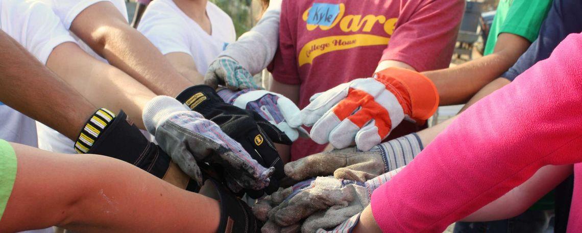 14 Volunteering Together