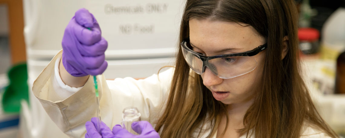 Senior in Fenlon's CHM lab
