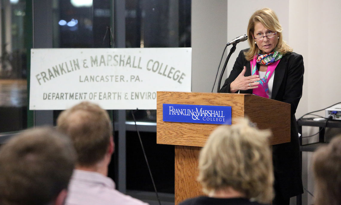 Cynthia Carroll P'20, who has led some of the world's largest mining companies, speaks to a group of F&M geoscience and business students about opportunities in natural resources.