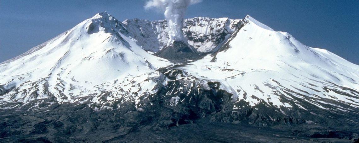 1280px msh82 st helens plume from harrys ridge 05 19 82
