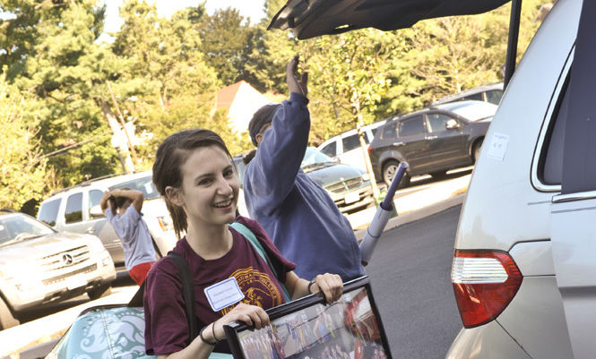 Elizabeth Sullivan '12, a member of Bonchek College House, lends a hand during move-in day.