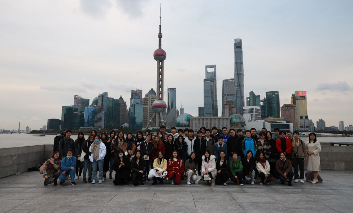 Shanghai students and the Institute for Study Abroad coordinators
