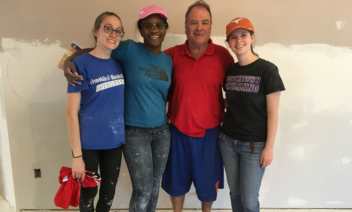 Sophomore Lydia Wolfe, first-year Ahnyia Sanders, Dennis, the homeowner, and sophomore Rachel Sheffield.
