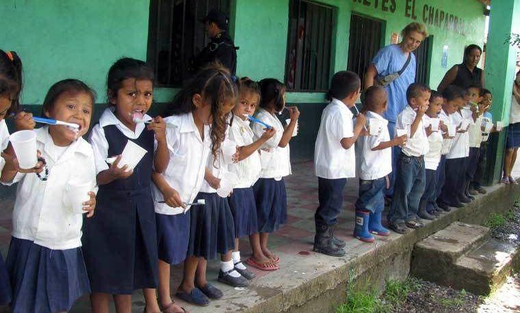 Honduran Children learn about dental Hygiene