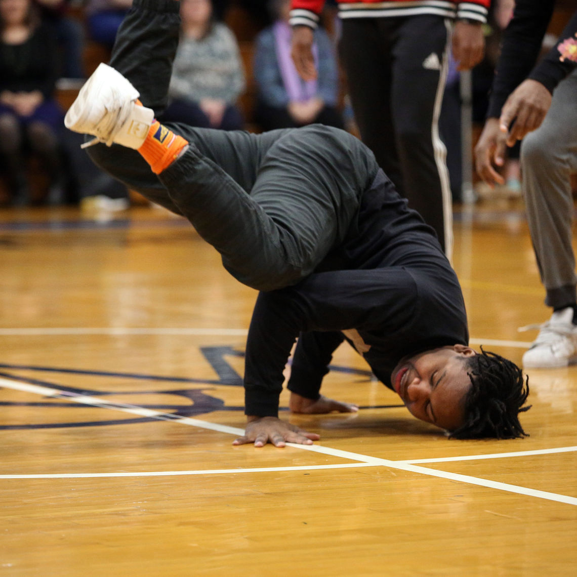 Breakdance, one of the roots of litefeet, reflects in this movement.