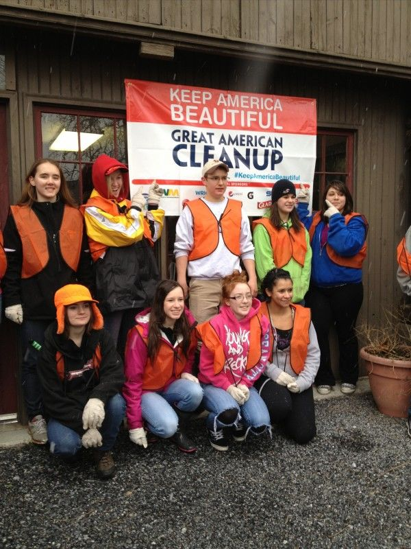 Warwick High School students were among the volunteers at Millport's cleanup day. (Photo by Lynn Wohlsen Myers)